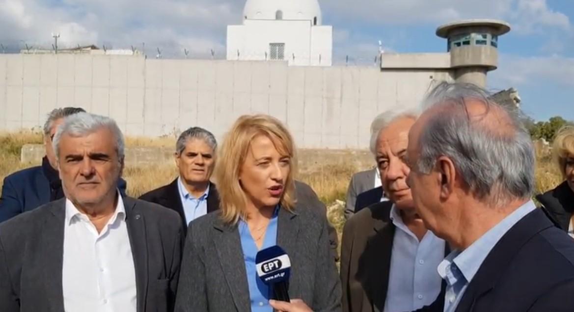Η Ρένα Δούρου στον Κορυδαλλό για να επιθεωρήσει τα έργα υποδομής της Περιφέρειας