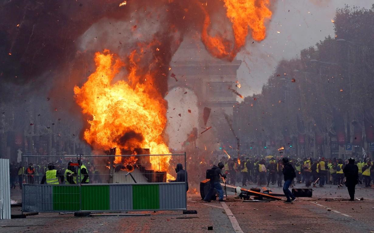 Γαλλία: Ταραχές στα Ηλύσια Πεδία