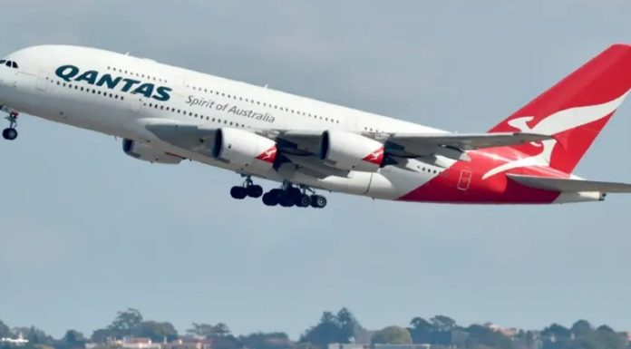 Ο Τάκης και η Κατίνα πάνε διακοπές στην Αυστραλία