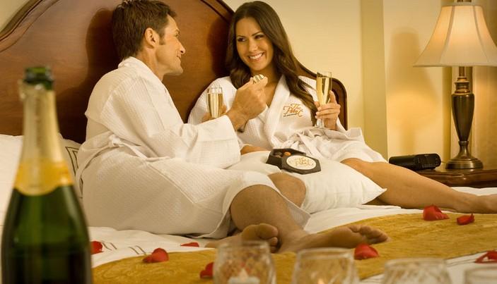 Σόκιν Ανέκδοτο-Ο Μήτσος πάει με την γκόμενα στο ξενοδοχείο ενώ η γυναίκα του....
