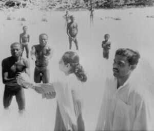 isolated tribe sentinel island andaman madhumala chattopadhyay india 6 5c0e401add449  700 300x257 - 27 χρόνια πριν Μια γυναίκα επικοινώνησε με την φυλή που σκότωσε τον John Chau και η συνάντησή της ήταν εντελώς διαφορετική