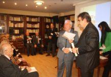 Ο Πρόεδρος της Λέσχης Αρχιπλοιάρχων Πειραιά βραβεύει τον διακεκριμένο Πειραιώτη χειρούργο Θυρεοειδούς Αδένα και Παραθυρεοειδών κ. Σταύρο Τσιριγωτάκη