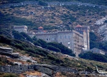 Άνδρος: Δείτε το μοναστήρι της Αγίας Μαρίνας με την θαυματουργή εικόνα-VIDEO