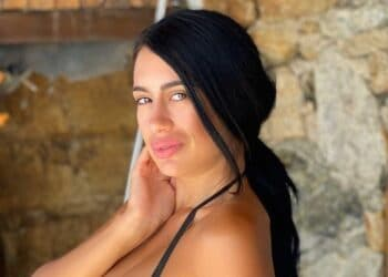 TOYMΠΑΝΟ! Η Νατάσα Βελιανίτη βγάζει τα ΜΗΛΑ της στις Σπέτσες και μας ΑΠΟΤΕΛΕΙΩΝΕΙ!