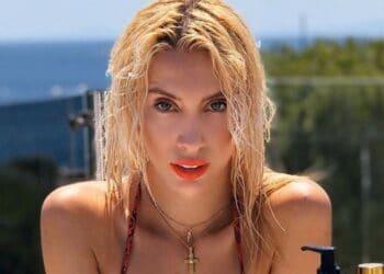 ΤΡΕΛΑ! Η Αθηνά Χρυσαντίδου με ΚΟPΔΟΝΙ βουτάει στην θάλασσα και ρίχνει το instagram!